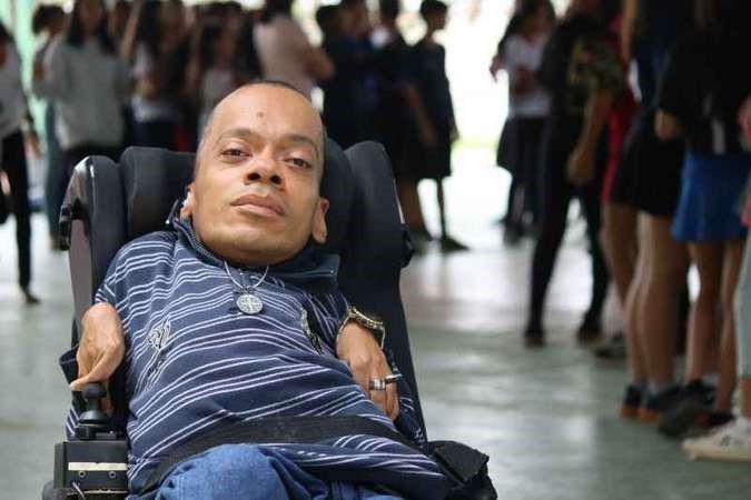 Brasiliense com 'ossos de vidro' vira educador social em Sobradinho
