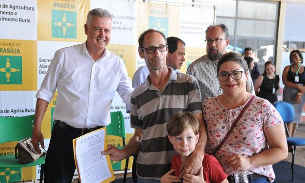 Produtores recebem contratos de concessão de uso de terras de mais de 4 mil hectares