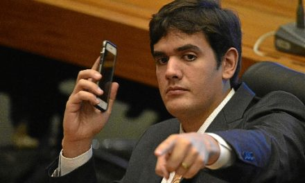 CLDF – Filho de Leonardo Prudente constrói acordo para chegar à Presidência da Câmara Legislativa