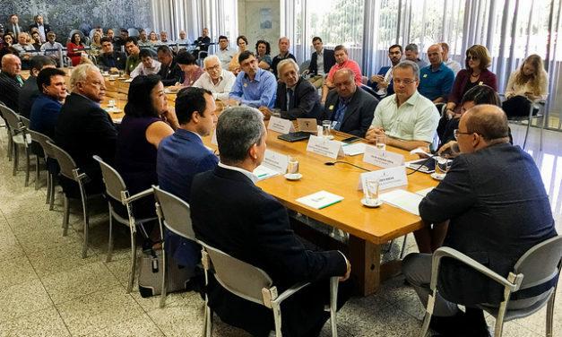 Governador Ibaneis Rocha prorroga decreto que permite manutenção de muros e guaritas em condomínios
