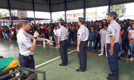 Governador Ibaneis Rocha pede ajuda do MEC para ampliar número de escolas militarizadas