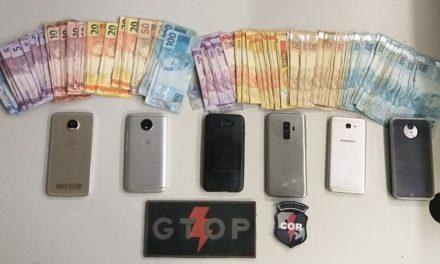 Dono de bar e cliente são pegos com celulares furtados