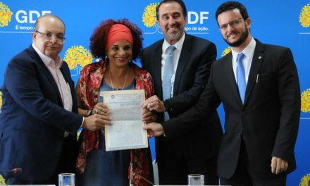 Ibaneis entrega escritura e doará salários ao Lar dos Velhinhos Bezerra de Menezes