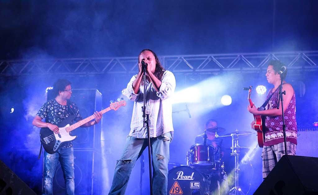 Ângelo Macarius lança inéditas em show de rock na Praça das Artes