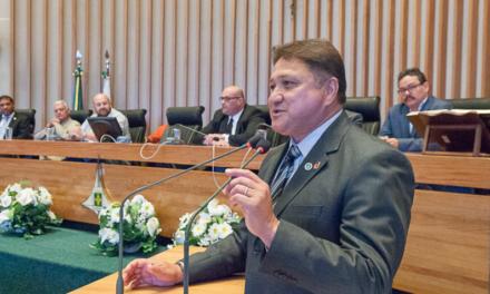 João Cardoso presta homenagem aos auditores fiscais de atividades urbanas na CLDF