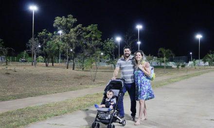 Praça do Taquari recebe iluminação de LED