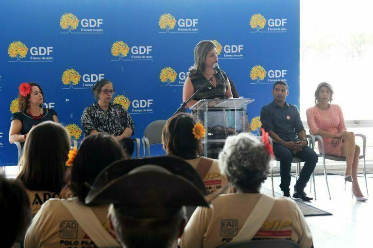 Exposição apresenta projetos de sucesso de professores readaptados