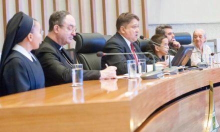 """João Cardoso promove """"Santa Sessão"""" para homenagear a Arquidiocese de Brasília"""