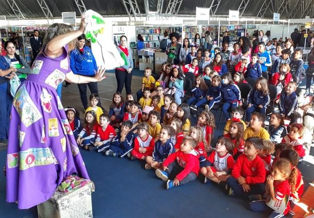 1ª edição da FeLiB Itinerante leva o mundo mágico da literatura a escolas públicas