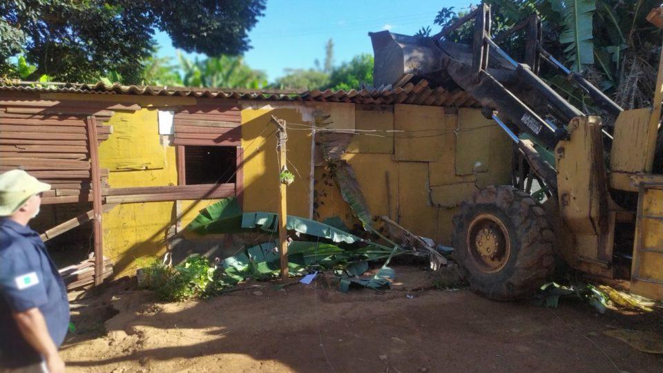 Construções irregulares são derrubadas em Sobradinho