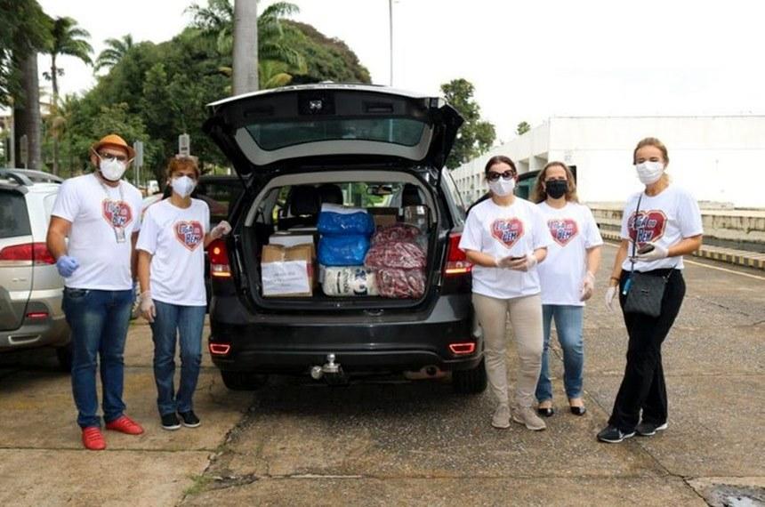 Grupo de voluntários do Senado leva ajuda a vulneráveis durante a pandemia