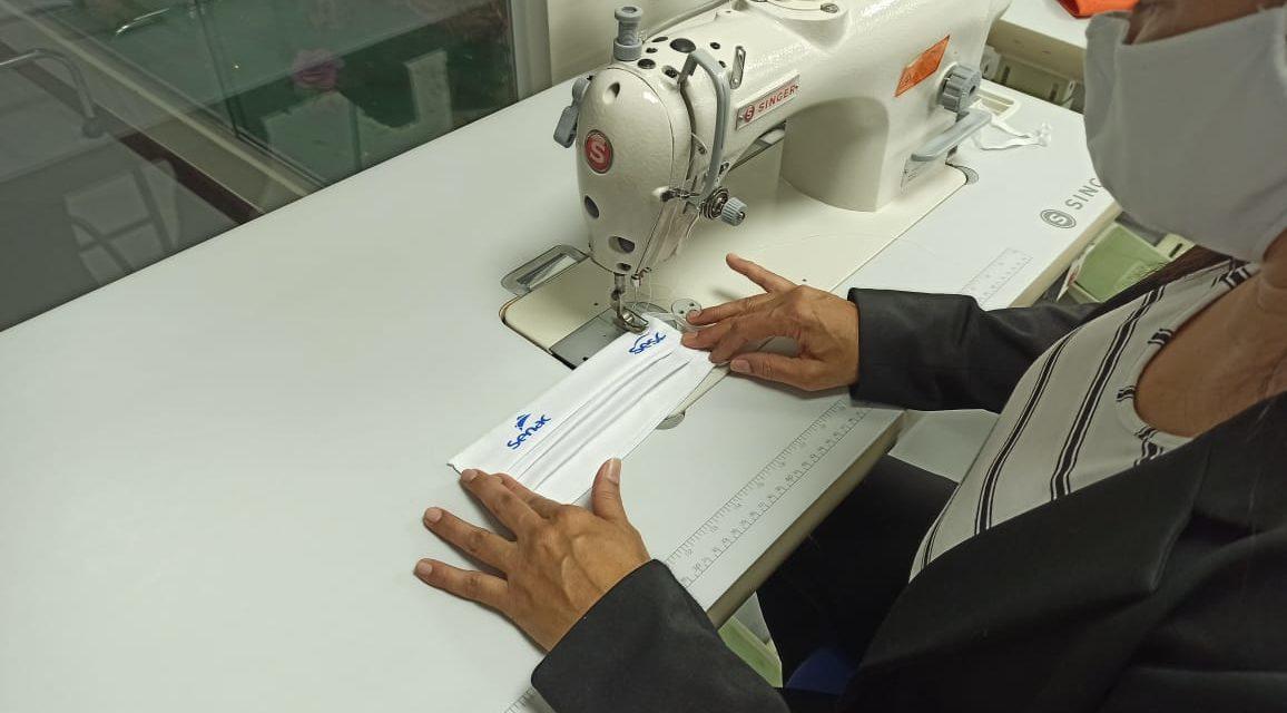 Senac inicia produção de 100 mil máscaras de tecido, em parceria com o Sesc, para doar à população