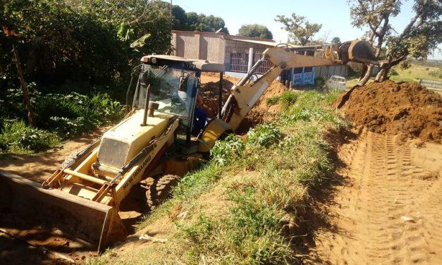 GDF Presente limpa bacia de contenção em Sobradinho