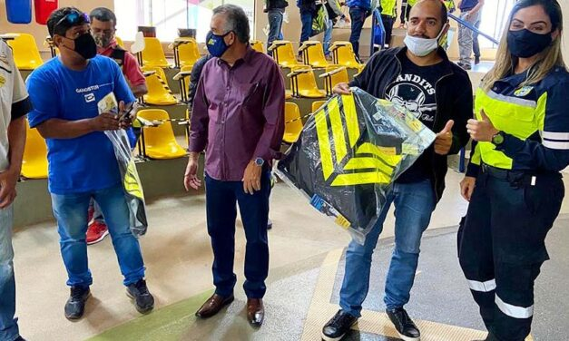DER doa 800 coletes refletivos para motofretistas