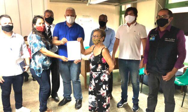 Comerciantes da Rodoviária de Planaltina recebem permissões