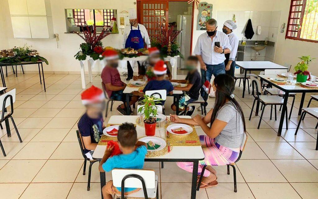 Ceia de Natal a crianças do Lar Jesus Menino