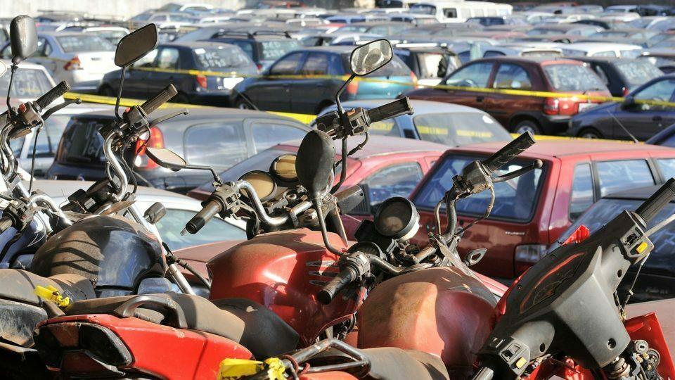 Detran-DF vai realizar leilão on-line no próximo dia 26 com lance inicial de R$ 100,00 para veículos, motos e sucatas