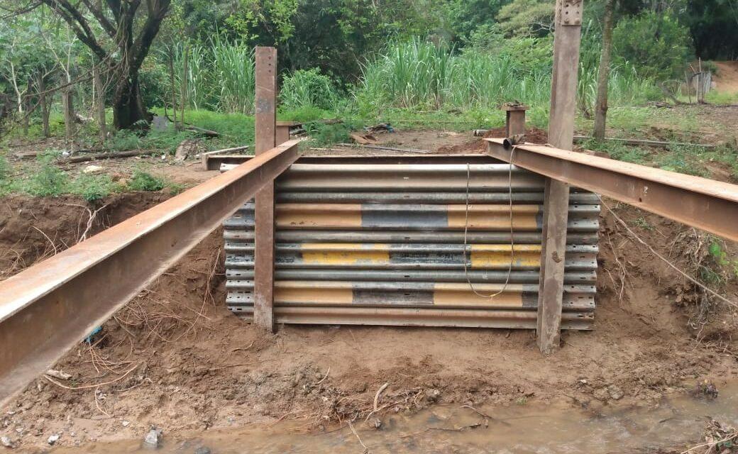 Mais uma ponte para a comunidade do Córrego do Ouro