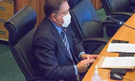 Estoque de oxigênio na rede hospitalar do DF preocupa deputado João Cardoso