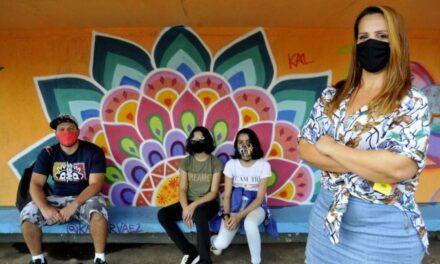 Projeto de voluntários de Sobradinho leva arte para pontos de ônibus da cidade
