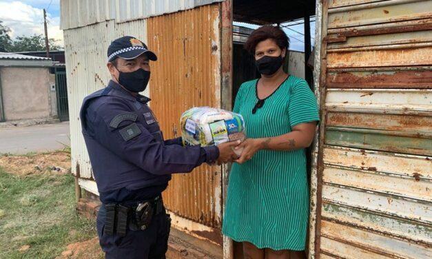 PMDF faz entrega de alimentos a famílias carentes de Sobradinho