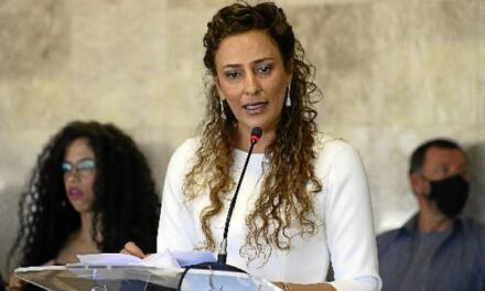 À QUEIMA-ROUPA: Simone Benck Reitora pro tempore da (UnDF)
